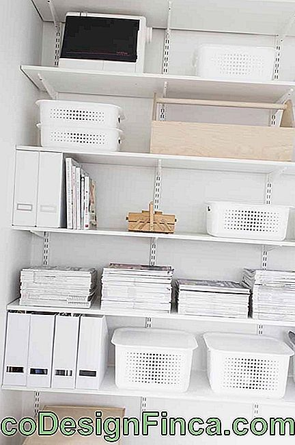 To follow the clean style of the decoration, white organizer boxes