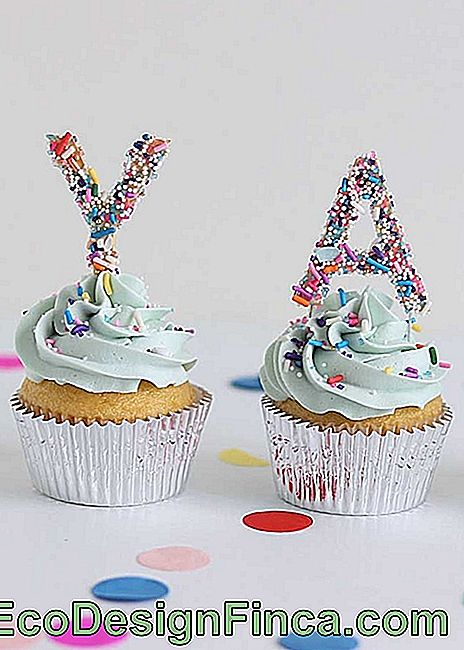 And to decorate the cupcakes? Use fine letter template as well