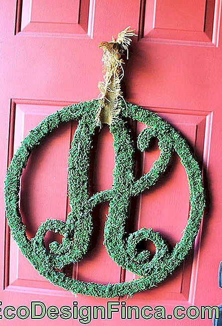 Funny letter template used to create Christmas wreath