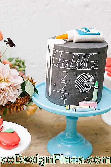 Thinking about making a cake inspired by the Chalkboard? Look what a cool result!