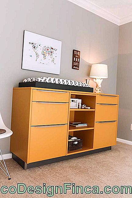 Yellow chest of drawers for baby's room; modern and that can quietly accompany the child in its development