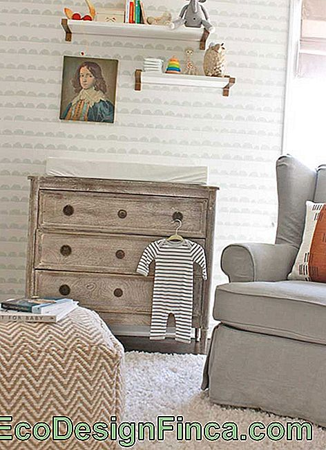 Wooden Baby Room Dresser: rusticity and warmth