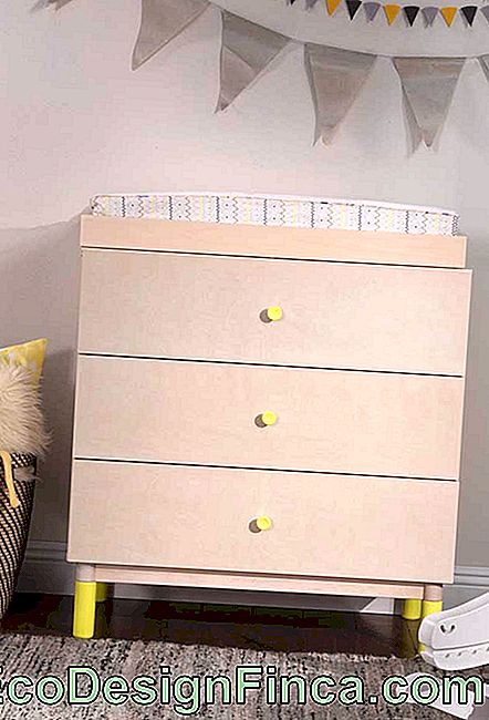 Buy a simple dresser and add details that make the difference, such as the handles and feet