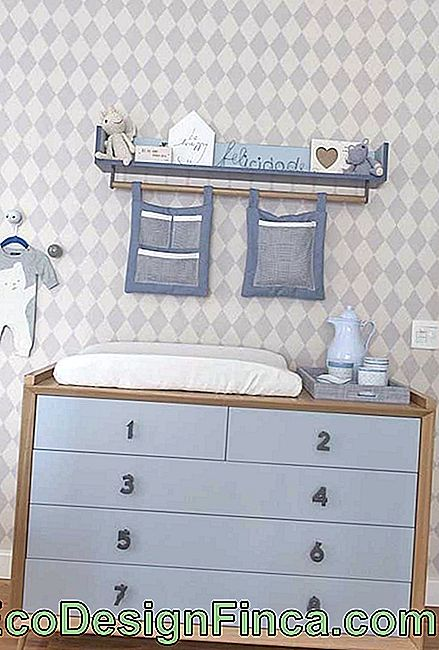 Playful and relaxed, this baby dresser has handles in number formats