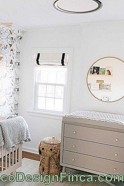 Dresser for gray baby's room: the golden handles are small differentials