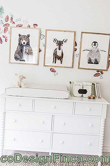 White dresser for baby's room with drawers in assorted sizes