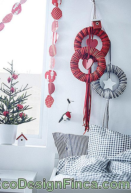 Simple and Cheap Christmas Ornaments
