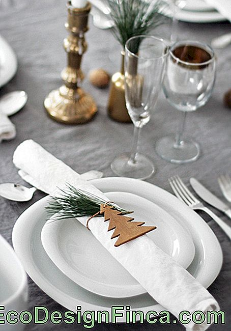 Continuation of easy-to-make Christmas table decorations