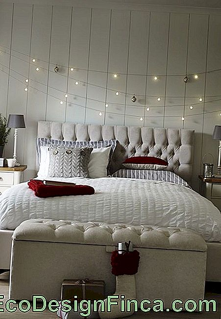 Christmas lights: bedroom decoration