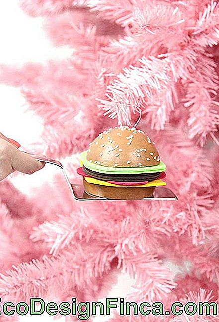 A hamburger of garnish on the Christmas tree with EVA stuffing