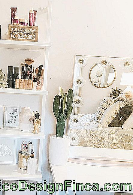 Dressing Table gratuito