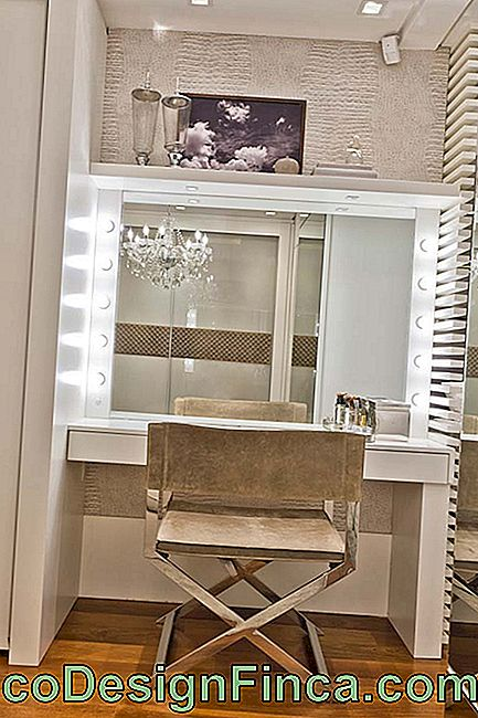 Dressing table cu director de scaun