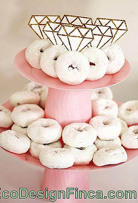 Simple Engagement Party: Donuts dekoreret med Engagement Rings