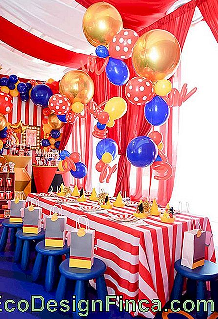 Use colored balloons and different shapes to decorate the table of the guests and the main table of the party.