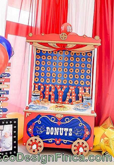 The donut cart is perfect for a vintage circus party.