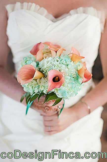 Wedding flowers: Milk glasses of this bouquet have a slight pink coloration