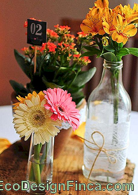 Wedding flowers: gerberas and daisies can be used together