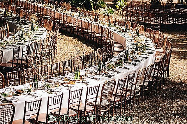 Spirale de tables au mariage en plein air