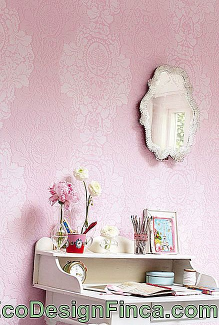 Wallpaper clasic ornate