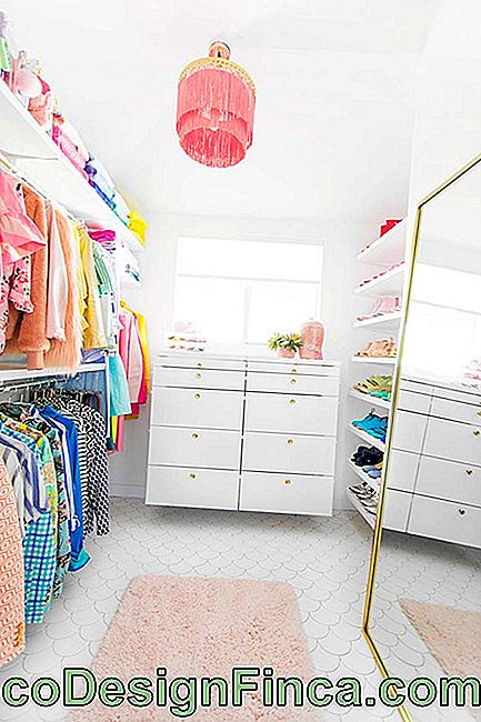 Closet femenino simple y funcional