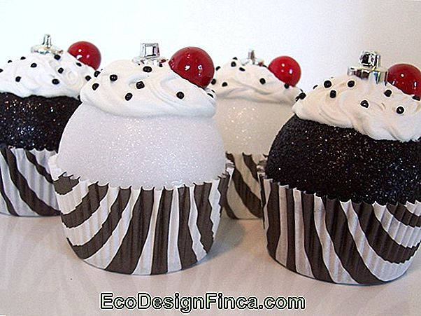 Party Ornaments: Cupcake Balls