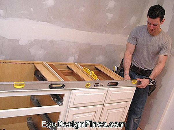 Kitchen Frames: Learn How To Pick And Decorate With Tips