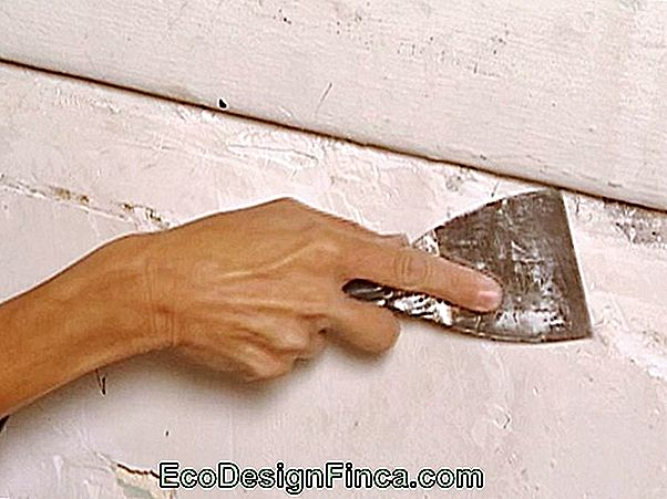 How To Use Plaster For Small Repairs